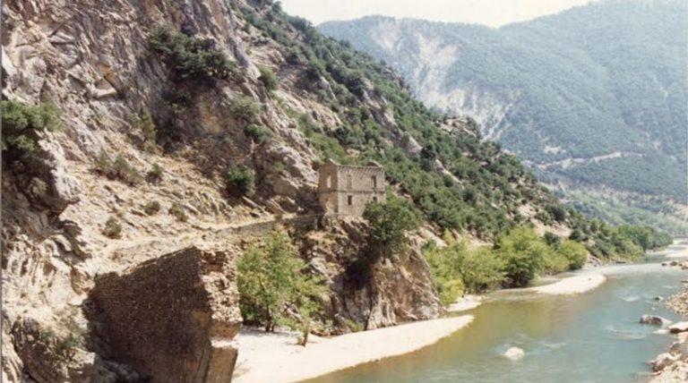Αίτημα αναστήλωσης της Γέφυρας Κοράκου