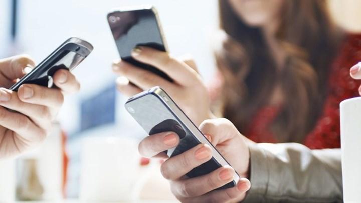 Μείωση τελών στην κινητή τηλεφωνία από 1η Ιανουαρίου