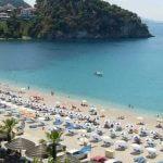 Παρατείνονται τα μέτρα στις παραλίες