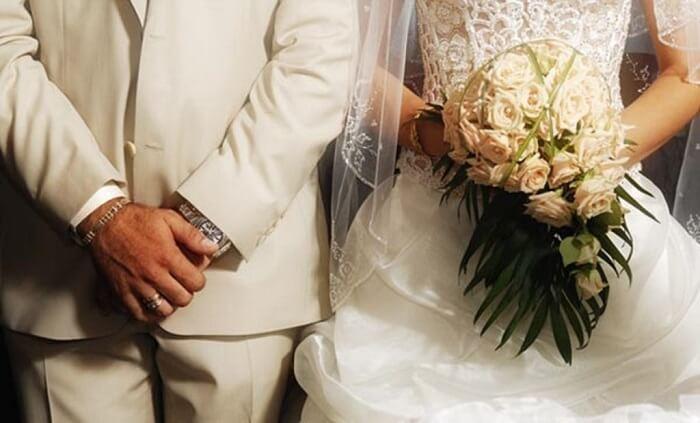 Προς επανεξέταση το όριο των 100 ατόμων σε γάμους και βαφτίσια