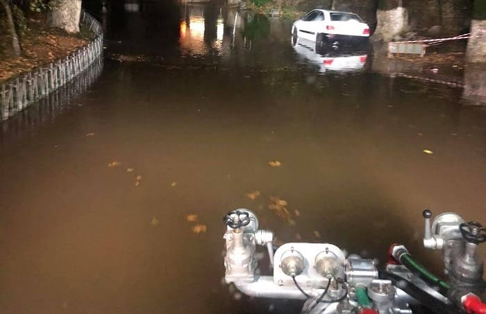 Ισχυρές καταιγίδες, πλημμυρισμένοι δρόμοι, καταπτώσεις στα ορεινά