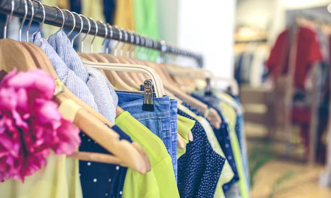 Έκλεψε ρούχα και αξεσουάρ από κατάστημα