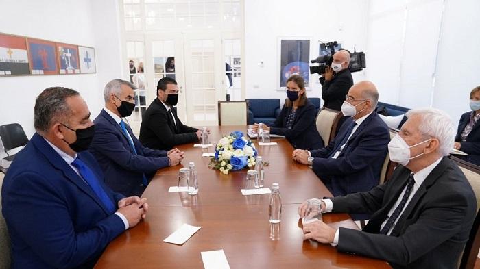 Με τον Αρχιεπίσκοπο και τη μειονότητα ο ΥΠΕΞ