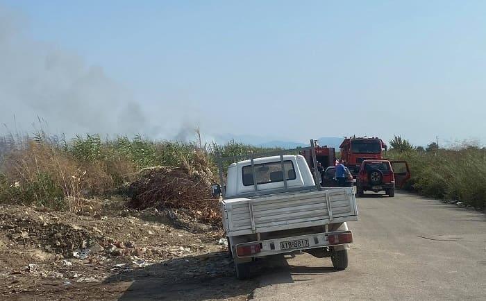 Φωτιά στο Ψαθοτόπι, επιχειρούν Πετζετέλ
