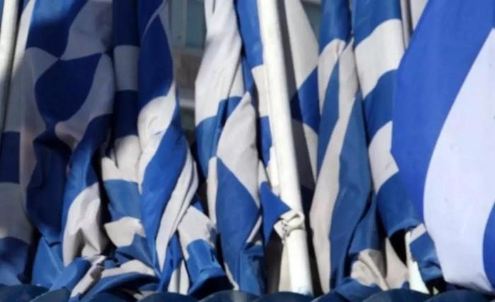 Πουλούσε σημαίες χωρίς άδεια και συνελήφθη